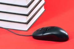 Libri e mouse del calcolatore Immagini Stock
