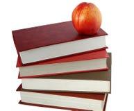 Libri e nettarina Immagini Stock