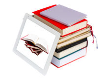 libri e PC moderno del ridurre in pani Fotografie Stock
