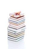 Libri in imballaggio del regalo isolato su un bianco immagini stock libere da diritti
