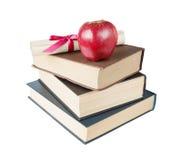 Libri, mela e rotolo Immagine Stock
