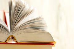 Libri sulla tabella delle biblioteche Fotografia Stock Libera da Diritti