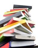 Libri variopinti su priorità bassa bianca Fotografie Stock Libere da Diritti