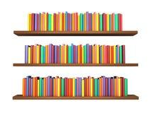 Libri variopinti sullo scaffale per libri isolato su fondo bianco Immagini Stock Libere da Diritti