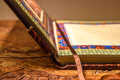 Libro abierto Cubierta de cuero hecha a mano Imagen de archivo