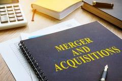 Libro acerca de la fusión y de las adquisiciones M&A Fotografía de archivo libre de regalías