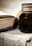 Libro antico della ricetta magica fotografia stock libera da diritti