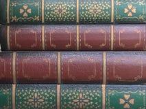 Libro antiguo rojo y verde fotos de archivo