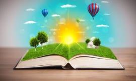 Libro aperto con il mondo verde della natura che esce dalle sue pagine Immagine Stock