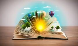 Libro aperto con il mondo verde della natura che esce dalle sue pagine Fotografie Stock
