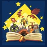 Libro aperto con la leggenda, libro leggiadramente con i cavalieri, drago, stregone, concetto di fantasia della coda di immaginaz illustrazione di stock