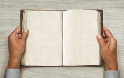 Libro aperto dell'annata Fotografia Stock Libera da Diritti