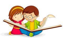 Libro aperto della lettura del bambino Fotografie Stock Libere da Diritti