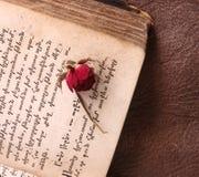 Libro armenio del vintage con una rosa imagen de archivo libre de regalías