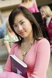 Libro asiatico femminile della tenuta dello studente Fotografia Stock Libera da Diritti