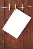 Libro Bianco appeso sul filo stendibiancheria Fotografia Stock