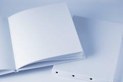 Libro in bianco bianco e nuova tela di canapa. Fotografia Stock Libera da Diritti
