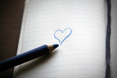 Libro Bianco. Note del blocco e cuore blu Immagine Stock