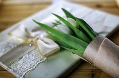 Libro blanco del cordón del tulipán Imagenes de archivo