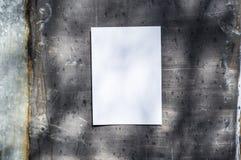 Libro Blanco en la pared del metal Fotografía de archivo libre de regalías