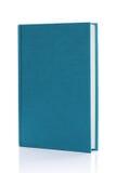 Libro blu in bianco isolato della libro con copertina rigida Fotografia Stock