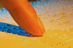 Libro in Braille. Braille per i ciechi immagine stock