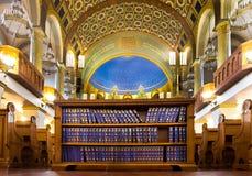 Libro-colecciones de rezos judíos en la sinagoga imagen de archivo libre de regalías