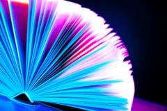 Libro colorato sul nero Immagini Stock