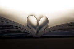 Libro con el corazón Imagen de archivo libre de regalías