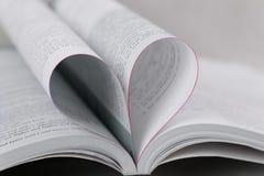 Libro con forma del cuore, primo piano Immagini Stock