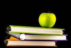 Libro con la manzana verde Imagen de archivo