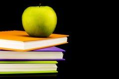 Libro con la manzana verde Foto de archivo