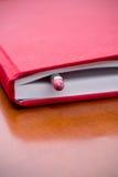Libro con la matita all'interno Fotografie Stock Libere da Diritti
