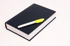 Libro con la penna di marcatura Immagine Stock Libera da Diritti