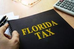 Libro con la tassa di Florida di titolo fotografia stock