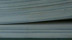Libro con las páginas de torneado metrajes