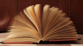 Libro con las paginaciones m?viles imágenes de archivo libres de regalías