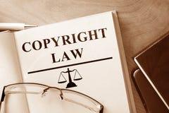 Libro con ley de Derechos de Autor de las palabras Imagen de archivo libre de regalías