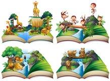 Libro con los animales salvajes en la selva Foto de archivo libre de regalías