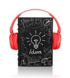 Libro con los auriculares con bosquejos pintados del negocio Fotos de archivo libres de regalías