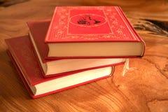 Libro con los libros rojos de una cubierta tres Fotografía de archivo