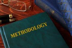 Libro con metodologia di titolo fotografia stock
