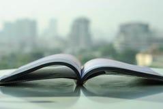 Libro con paesaggio urbano Fotografie Stock