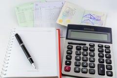 Libro contabile, passaporto e calcolatore di conto bancario Fotografia Stock