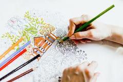 Libro de colorear antiesfuerzo en el proceso del dibujo Fotos de archivo libres de regalías