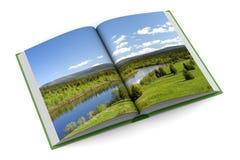 Libro de la apertura en el fondo blanco Fotos de archivo
