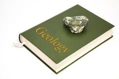 Libro de la geología Imagen de archivo libre de regalías