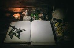 Libro de la magia fotografía de archivo