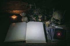 Libro de la magia imágenes de archivo libres de regalías
