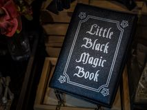 Libro de la magia negra imagen de archivo